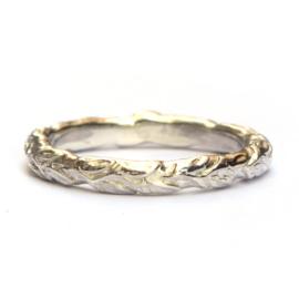Ring met olijvenblaadjes rond model