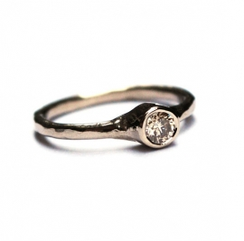 White gold engagment ring with fancy diamond