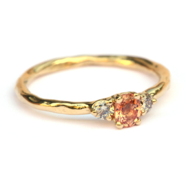 Ring met peach saffier en light brown diamanten
