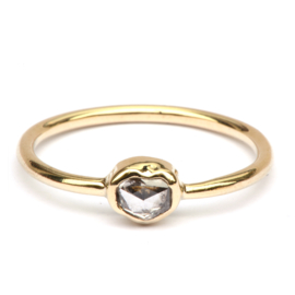 Ring met diamanthartje