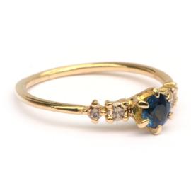 Ring Noralia met saffier en chocodiamanten