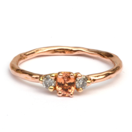 Ring met peach saffier en diamant
