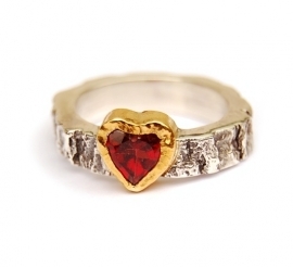 Ring met rood hart