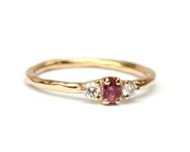 Klassieke ring met antieke robijn en diamant