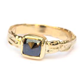 Ring met cushion cut zwarte diamant