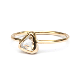 Ring met triangle diamant