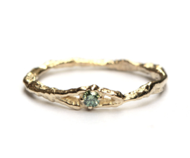 Fijne takjesring met groene diamant