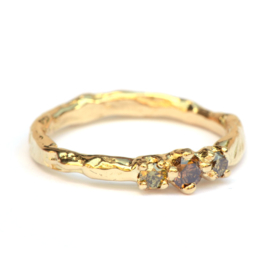 Ring met bruine en olive green diamanten