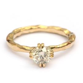 GERESERVEERD Grillige ring met grote fancy diamant