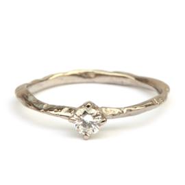Fijne witgouden takjesring met diamant GERESERVEERD