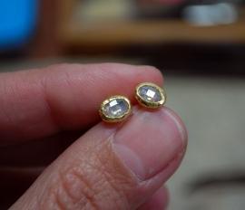 Oorstekers met roosdiamant