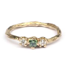 Twiggy ring met groene en witte diamanten