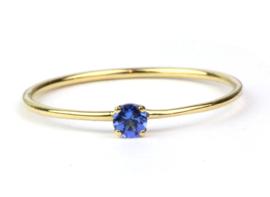 Fijne ring van fairtrade goud met tanzaniet