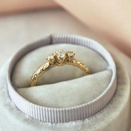 Olivia ring met drie diamanten