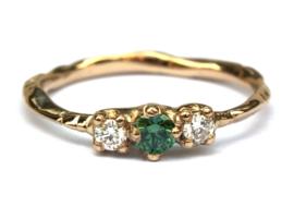 Ring met groene en witte diamanten