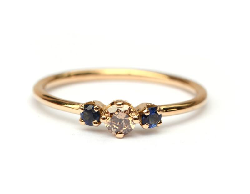 Ring met bruine diamant en saffier