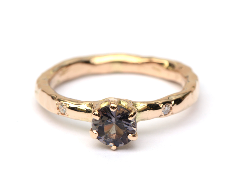 Ring met spinel en diamantjes