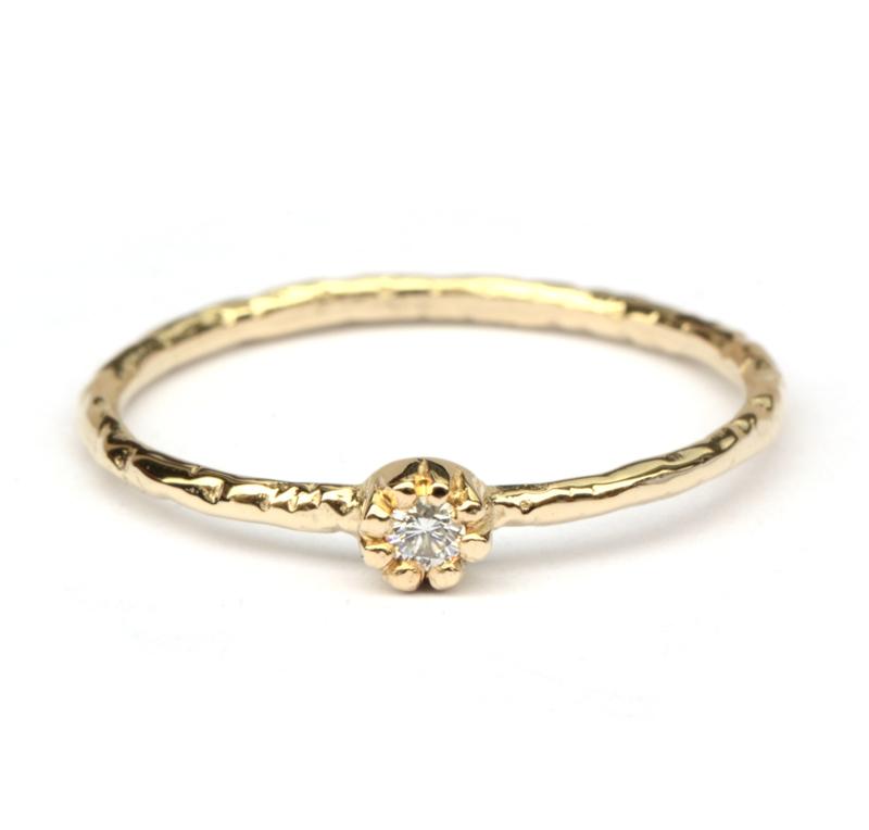 Fijne geelgouden Naoki ring met witte diamant