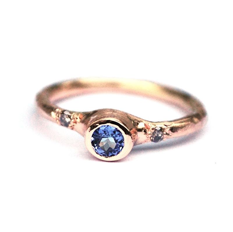 Rosegouden ring met tanzaniet en diamantjes