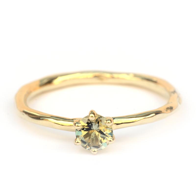 Ring met lichtgroene toermalijn