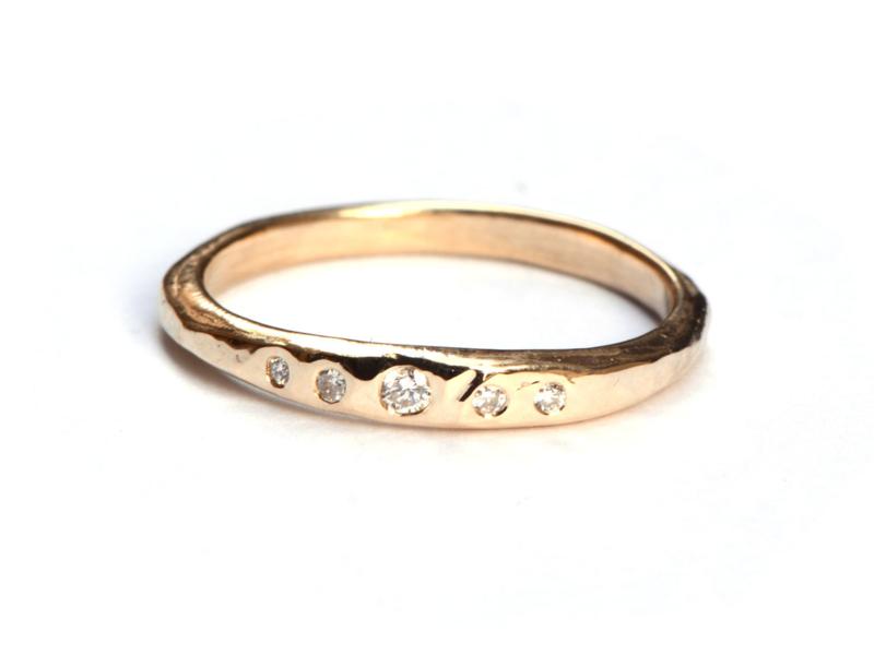 Ring met vijf witte diamantjes