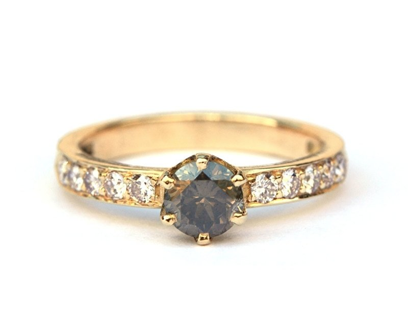 Ring met fancy diamanten