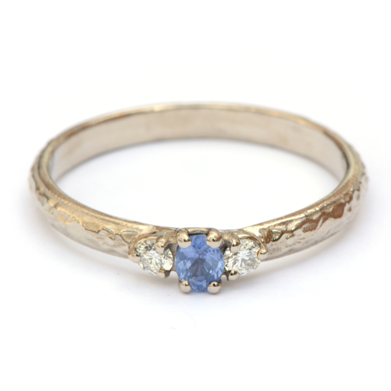 Witgouden ring met saffier en diamant