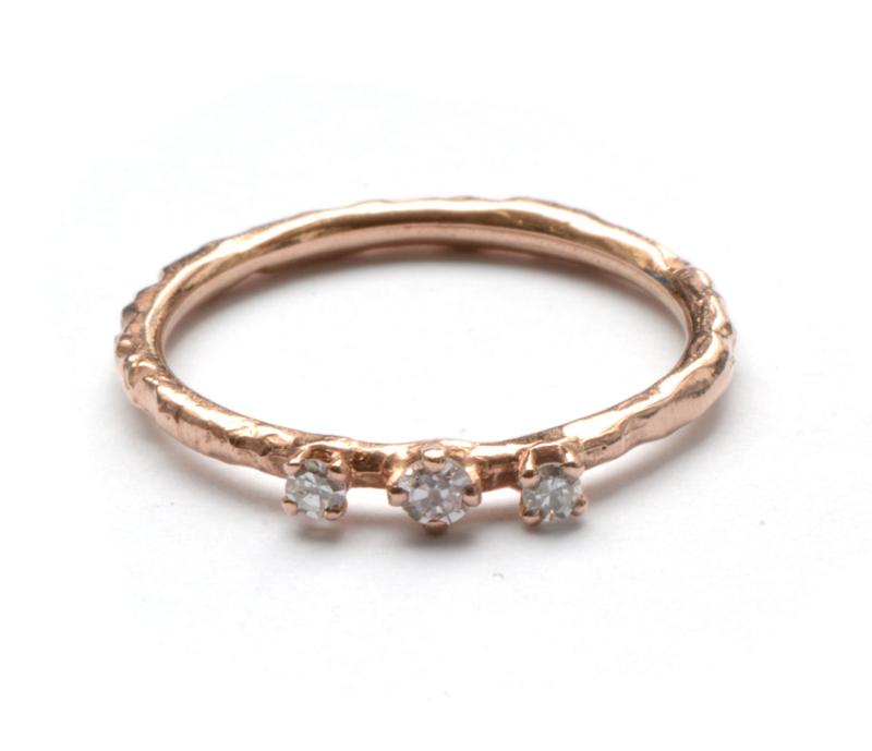Rosegouden ring met drie diamantjes