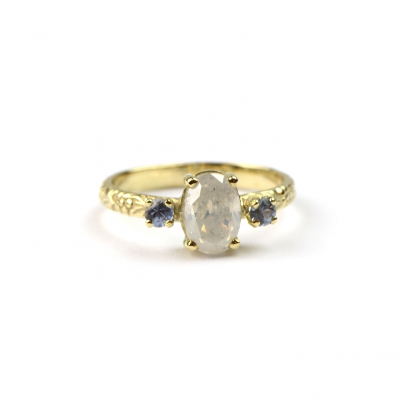 Verlovingsring met milky diamond