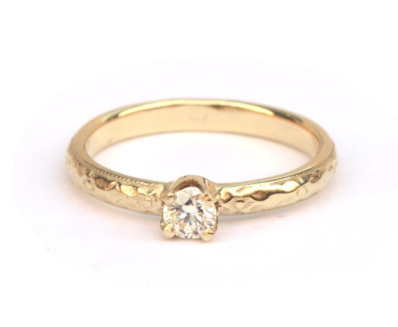 Ring met art deco motief en diamant