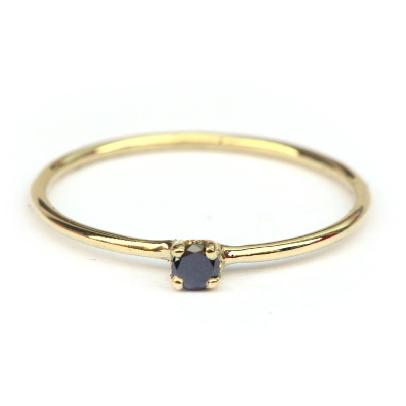 Tiny diamond ring met zwarte diamant