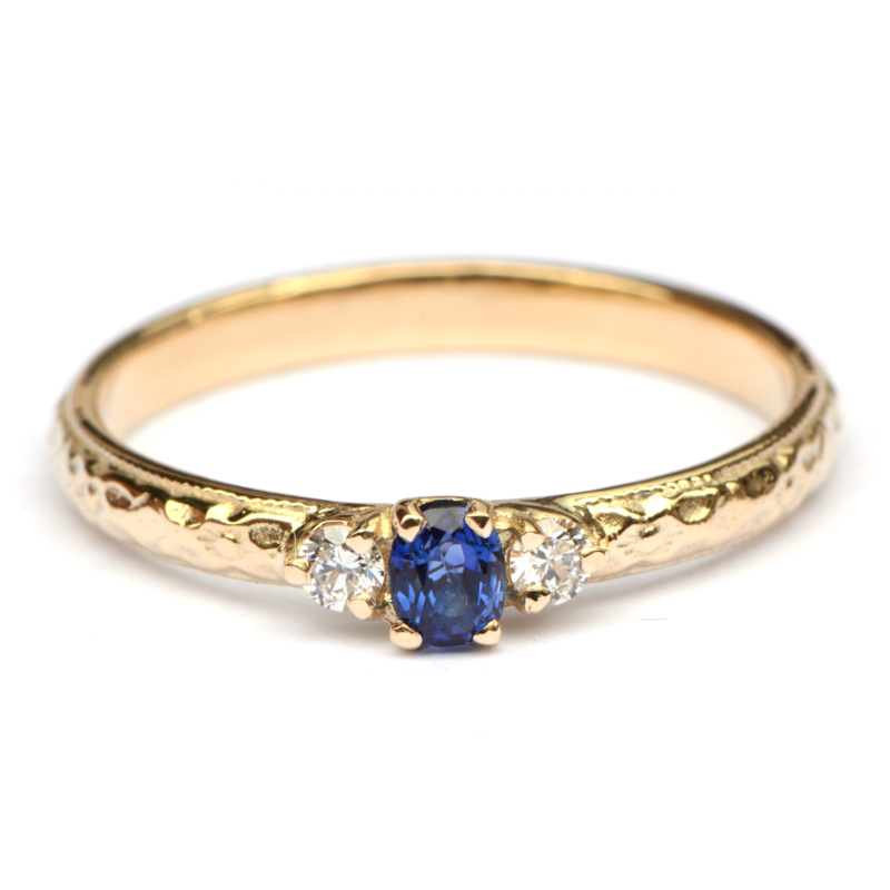 Klassieke ring met saffier en diamant