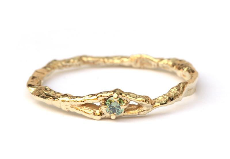 Vogelpootjesring met groene diamant