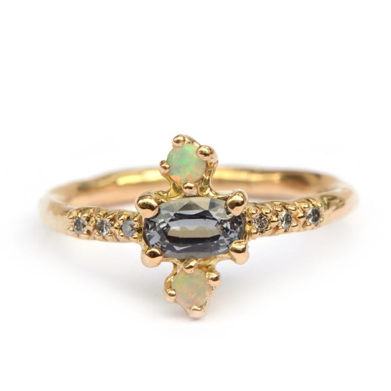 Ring met spinel, opaal en salt & pepper diamanten
