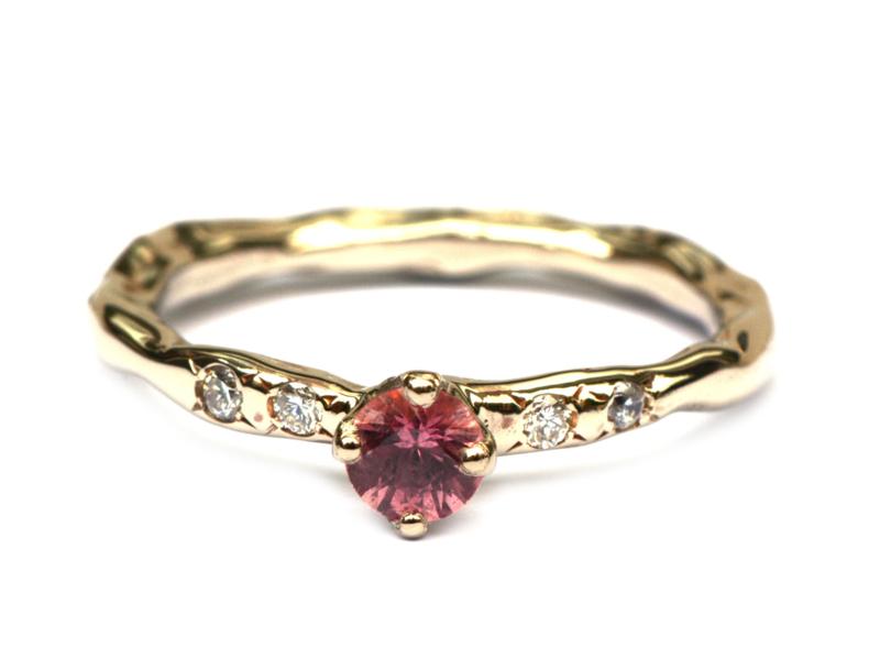 Witgouden ring met roze saffier en diamanten