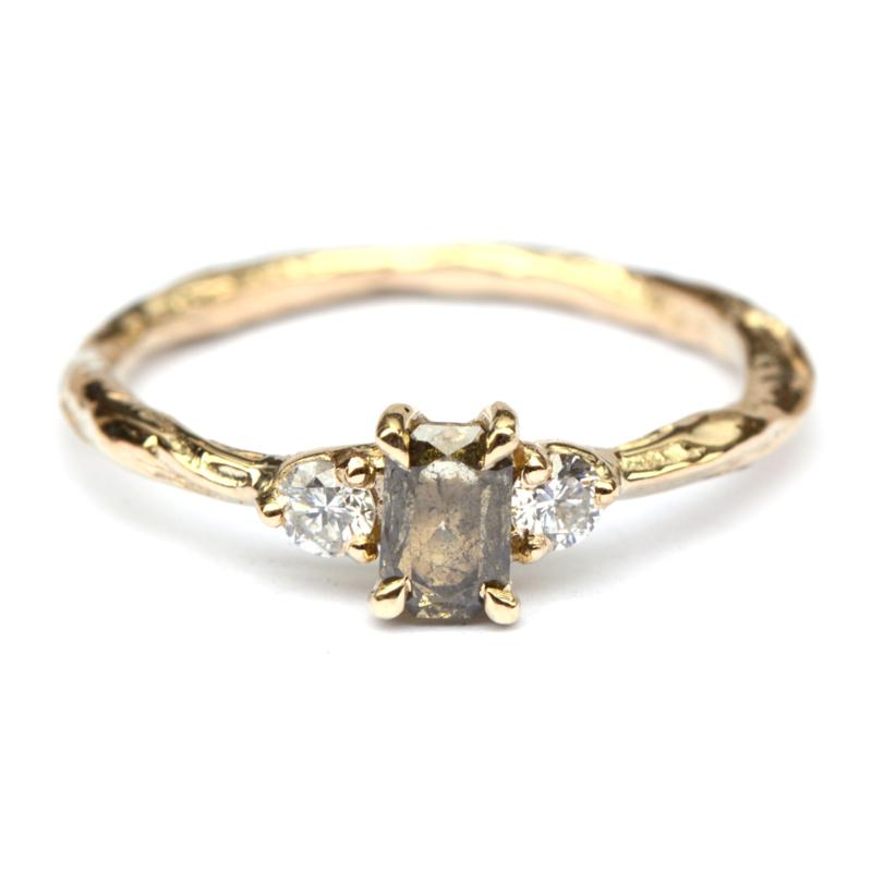 Ring met groene emerald cut diamant