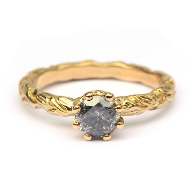 Verlovingsring met salt & pepper diamant
