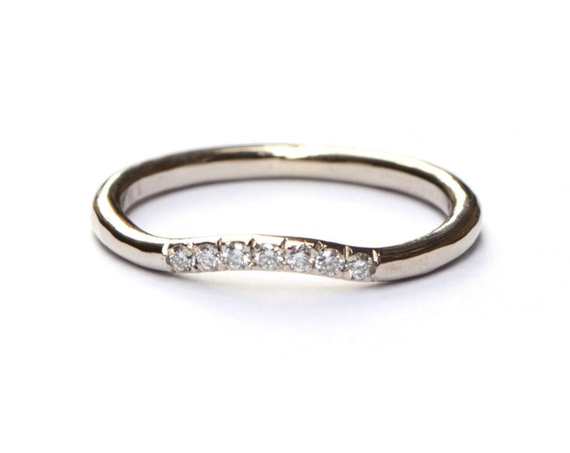 Witgouden aanschuifring met diamanten