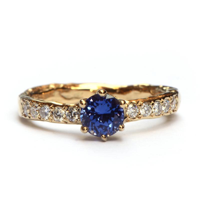 Grillige ring met saffier en diamant