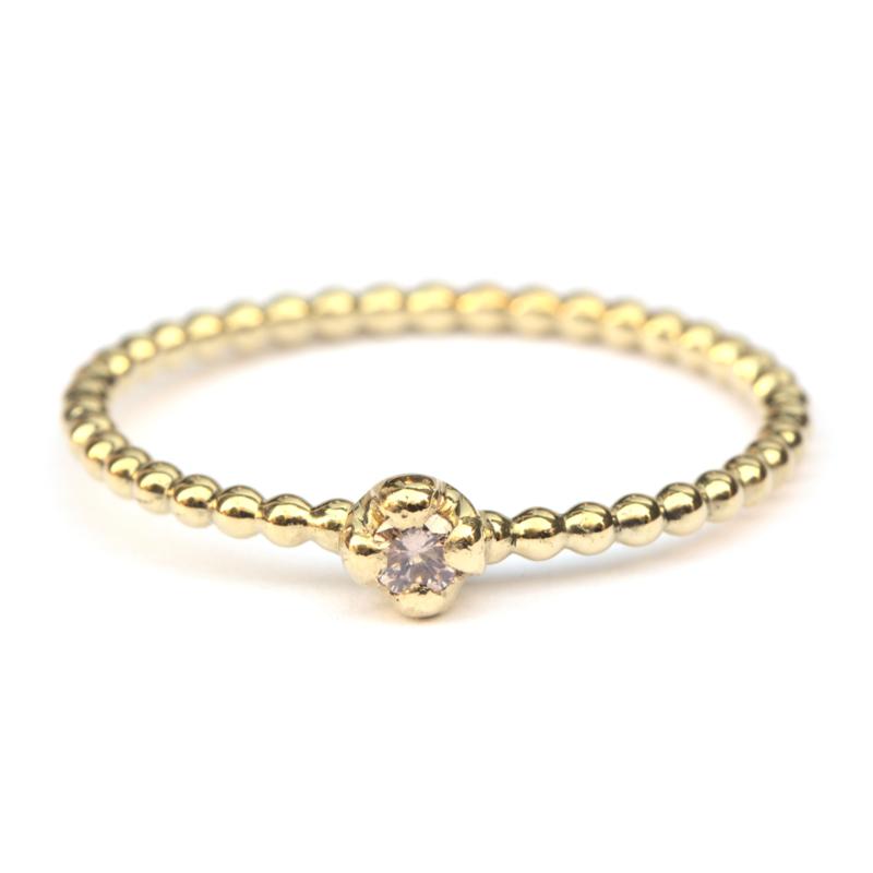 Parelring met pinkish brown diamant