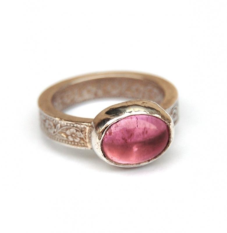 Ring roze ovale tourmalijn
