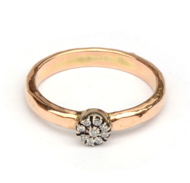 Ring van rosegoud met antiek diamantornament