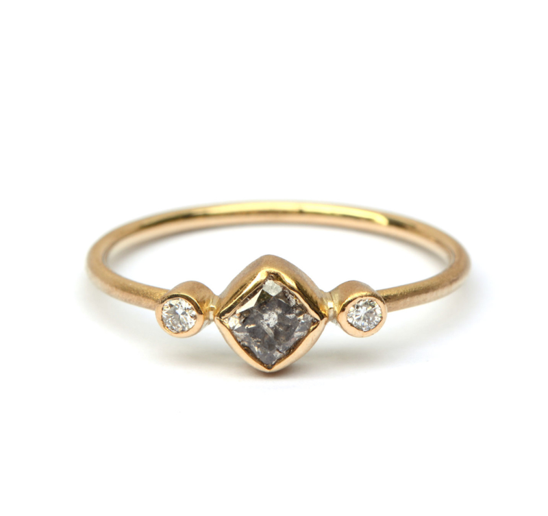 Ring met carre salt and pepper diamant en witte diamant