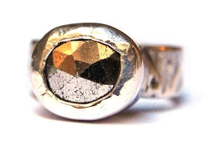 Zilveren geoxideerde ring met pyriet