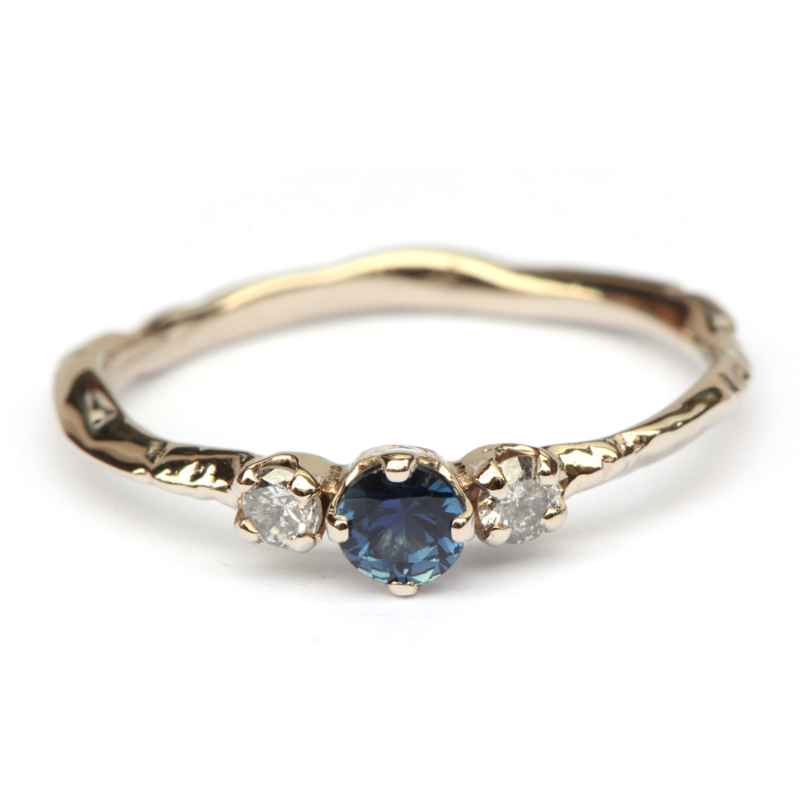 Takjesring met saffier en diamant