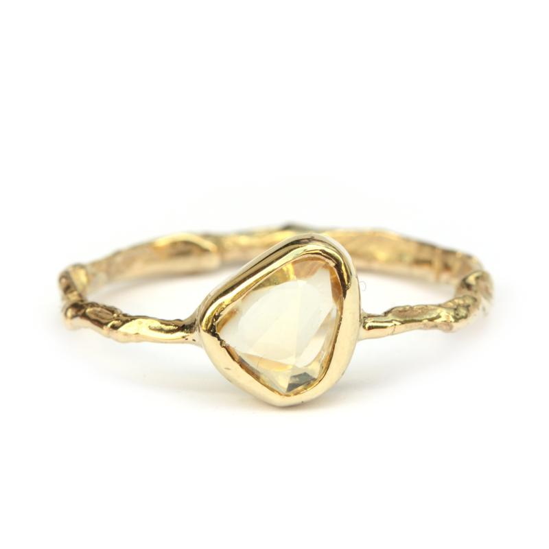 Fijne ring met gele saffier