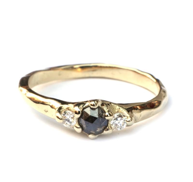 Ring met groene roosdiamant