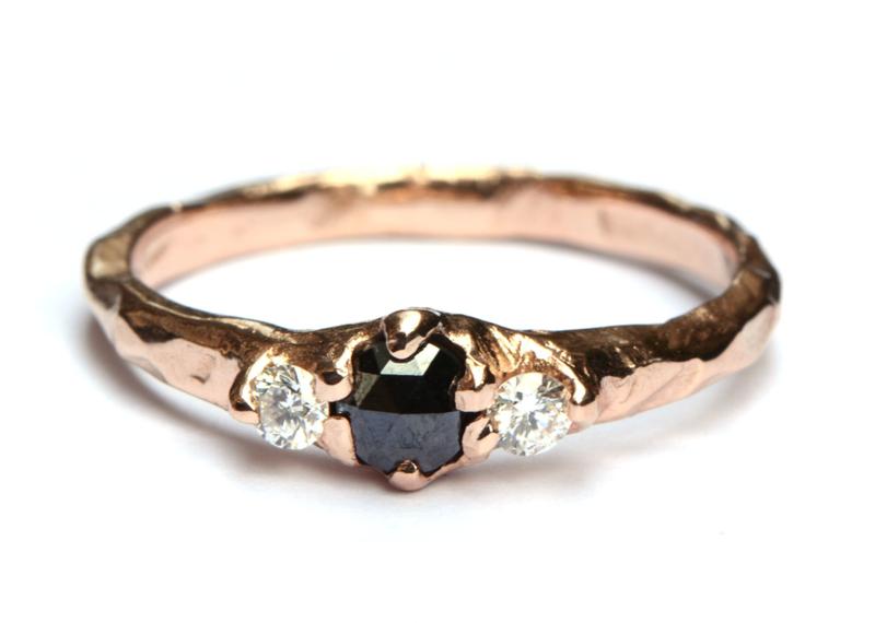 Roodgouden ring met zwarte en witte diamanten