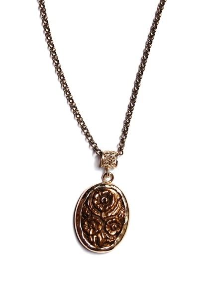 Lang collier met bronzen bloemcamee