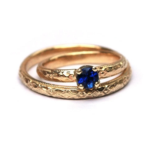 Wedding ring set with sapphire